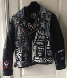 Denim n' leather. Metal Fashion, Punk Fashion, Leather Sleeve Jacket, Best Heavy Metal, Punk Jackets, Battle Jacket, Look Man, Rock Outfits, Alternative Outfits
