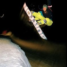 @jeffbrushie keeping things bright, even at night. Stratton, #Vermont circa 1989. #tbt #throwbackthursday #burtonarchives | Photo: @trevorgraves