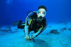 Having trouble being too heavy or too light during your dives? These tips will help you get your buoyancy right each and every time. #ScubaDivingEquipmentandSites