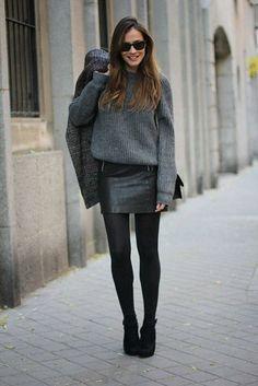 Une mini-jupe avec une grosse maille