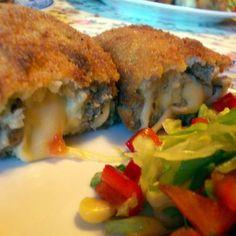 Egy finom Húsos-sajtos roló ebédre vagy vacsorára? Húsos-sajtos roló Receptek a Mindmegette.hu Recept gyűjteményében!