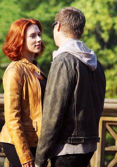 I wanna be Scarlett ... Holding hands with Jeremy ....  waahhhhh!  :)