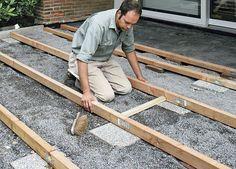Lay terrace decking - All For Backyard Ideas Rock Floor, Deck Flooring, Laying Decking, Garden Deco, Garden Edging, Front Yard Landscaping, Pergola, Wood, Floating Deck