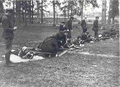 Женщин обучают стрельбе. СССР. 1940 г