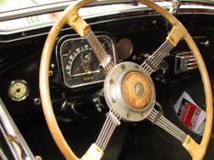 PARTAGE DE CITROËN TRACTION AVANT......SUR FACEBOOK............... Psa Peugeot Citroen, Automobile, Citroen Traction, Traction Avant, Car Posters, Vintage Cars, Mercedes Benz, Classic Cars, Wheels