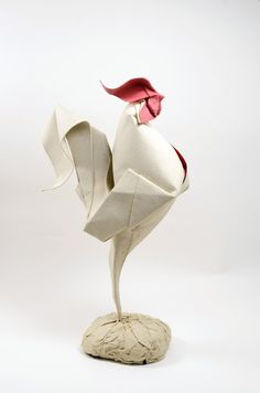 Origami animals Vietnam based origami artist Hoang Tien Quyet creates beautiful origami animals by using the technique of wet folding. Pioneered by the late origami master Akira Yoshizawa, water is applied to soften the paper during the folding process. Origami And Kirigami, Origami Paper Art, Oragami, Paper Crafting, Paper Paper, Paper Folding Crafts, Paper Toys, Paper Folding Techniques, Origami Techniques
