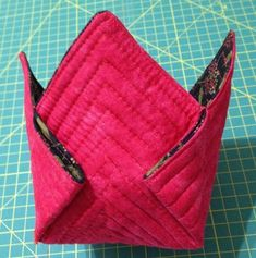 Colchas Quilting, Quilting Projects, Vide Poche, Purse Tutorial, Oragami, Ipad, Sewing Crafts, Patches, Container