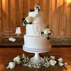 White on white wedding cake. Fondant covered with sugar pearls and monogram, accented with fresh flowers Cake Fondant, Fresh Flowers, Wedding Cakes, Sweet Treats, Monogram, Sugar, Traditional, Cookies, Pearls