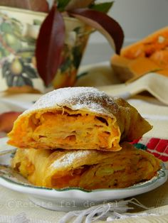 Este unul dintre cele mai simple si banale deserturi dar care,pentru mine este atat de special.Placinta de dovleac imi aduce aminte de copilarie si de bunici.Bunicul meu cel bun nu mai… Romanian Food, Romanian Recipes, Strudel, Yummy Food, Yummy Recipes, Deserts, Turkey, Cooking Recipes, Meals