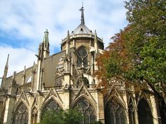 Als ein Meisterwerk gotischer Architektur zählt die Kathedrale Notre Dame de Paris zu den größten sakralen Bauten weltweit. Dame, Barcelona Cathedral, Paris, Travel, Adventure Tours, Natural Wonders, France, Architecture, Montmartre Paris