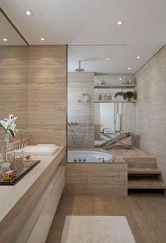 Esto es el segundo bano. Hay  un lavabo, 3 escalones, algunos objectos decorativos, dos espejos, una banera con ducha, una silla y dos ménsulas con plantas y otro objectos. Debajo el lavabo hay un mueble blanco.
