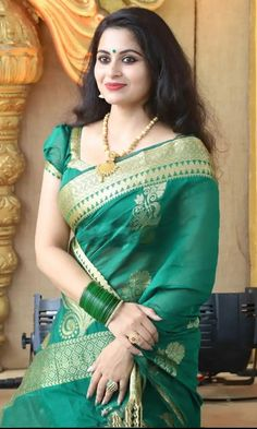 Indian beauty Beautiful Saree, Beautiful Indian Actress, Beautiful Women, Indian Beauty Saree, Indian Sarees, Indische Sarees, Saree Poses, Soft Silk Sarees, Green Saree