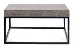 Petra+Sofabord+-+Flot+kvadratisk+sofabord+i+et+minimalistisk+design.+Sofabordet+er+et+moderne+og+stilrent+møbel+som+vil+passe+ind+i+ethvert+rum.+Sofabordet+har+en+topplade+i+råt+beton-look,+som+er+udarbejdet+i+melamin+med+robuste+sorte+metalben.+Anvend+bordet+som+sofabord+i+den+moderne+stue+og+kombiner+gerne+med+andre+stilarter+og+farver+eller+f.eks.+med+et+matchende+sidebord+fra+samme+serie.+