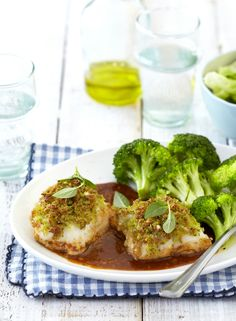Fish recipes don't get any tastier than this! Baked Fish with a Parmesan and Basil Crumb Topping is certain to be a hit at the dinner table. South African Recipes, Baked Fish, Dinner Table, Fish Recipes, Parmesan, Basil, Broccoli, Seafood, Diet