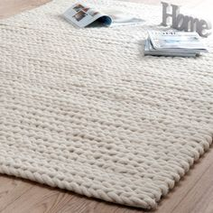 Tapis beige Stockholm - [board_name] - Teppich Beige Carpet, Diy Carpet, Magic Carpet, Rugs On Carpet, Carpet Ideas, Stockholm, Large Blankets, Knitted Blankets, Giant Knit Blanket