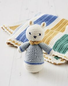 Free pattern to pick a rattle - Marie Claire Chat Crochet, Crochet Diy, Crochet Amigurumi, Crochet For Kids, Pencil Case Tutorial, Diy Pencil Case, Border Embroidery, Hand Embroidery, Cute Donkey