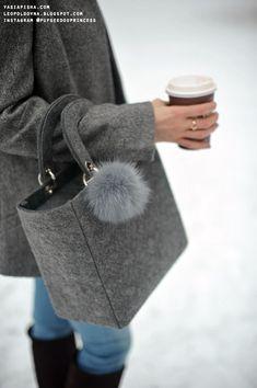 Felt Purse Felt Fabric Cotton Bag Small Bags Handmade Bags Felt Diy Felt Crafts My Bags Purses And Bags Felt Purse, Diy Purse, Pochette Diy, Diy Bags Purses, Creation Couture, Craft Bags, Bag Patterns To Sew, Satchel Handbags, Handmade Bags