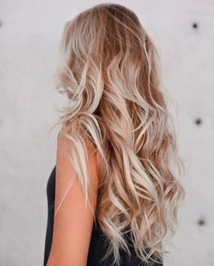 Long Blonde Beach Waves These stunning curls really show off those gorgeous blonde, platinum, and strawberry hues. With highlighted hair, curls and waves have a lot of visual interest. To create curls that last, use a large barrel curling iron, pinning up every section after you curl it. Then take them down and shake them out, spritzing your hair with a salt spray.