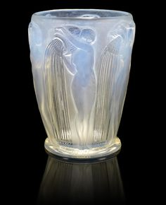 René Lalique 'Danaides' a Vase, design 1926 opalescent glass, frosted and… Art Of Glass, Art Deco Glass, Décor Antique, Antique Glass, Art Nouveau, Objets Antiques, Perfumes Vintage, Lalique Jewelry, Vase Design