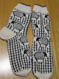 These socks are so cute Crochet Socks, Knit Mittens, Knitting Socks, Hand Knitting, Knitting Patterns, Knit Crochet, Warm Socks, Cool Socks, Lots Of Socks