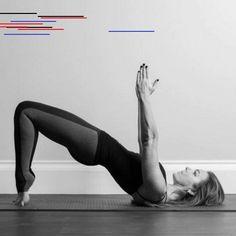Pilates dos : le pilates contre le mal de dos - Elle Comment le Pilates peut vous sauver du mal de dos Pilates Workout Routine, Pilates Training, Pilates Challenge, Hard Workout, Plank Workout, Pilates Poses, Le Pilates, Pilates Body, Pilates Reformer