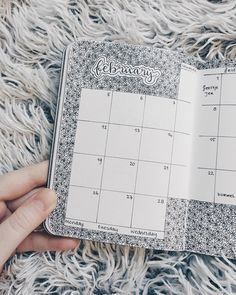 Bullet journal monthly calendar, bullet journal grid calendar, flower drawings, flower background. | @lilian.letters