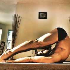 ☀️ For a Instagram with less six packs and more hamstring/back stretches! ✌️ #wamingup #stretch #yoga #flexibility #mind #body #sunset