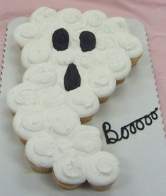Halloween Cupcake Cake Ghost.  this gives me so manny ideas for fun cake shapes made out of cupcakes that don't need to be cut!! so easy :)