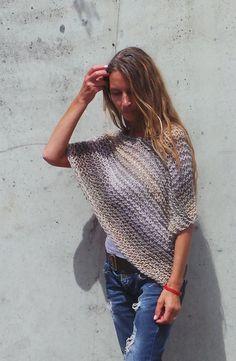 Ce poncho est si incroyablement doux faite dun mélange de 60 % laine, 40 % acrylique, il est léger, chaud et très doux au toucher.  .  Les couleurs se