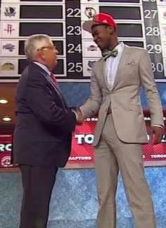 Few probably expected Terrence Ross to go to the Toronto Raptors. Ross, however, was ready for the occasion, rocking a fierce suit/bow tie combo. Air Canada Centre, Nba Draft, Toronto Raptors, Suit Jacket, Bows, Tie, Suits, Fashion, Athlete