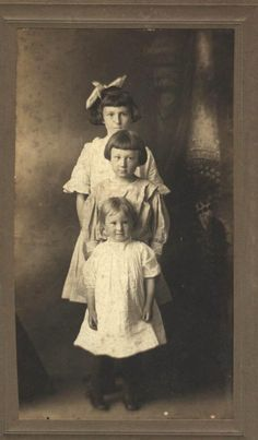 Thomason sisters at home in Smith County, Tennessee. Ca. 1909.
