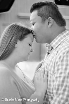 Picnic engagement pictures in the park plus size photos session kissing forehead