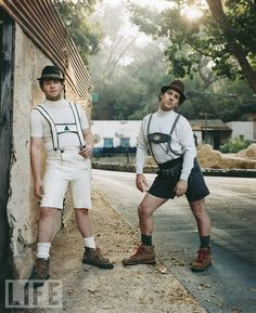 """I didn't """"love"""" Knocked Up, but I do love this pic! seth rogan & paul rudd <== totes magotes"""
