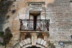 Lizzano è uno scrigno di piccoli tesori, alcuni dei quali si rivelano in tutta la loro bellezza in un centro storico che ha tanto da raccontare