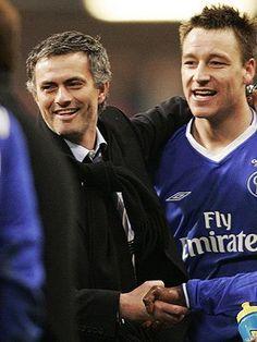 """El entrenador del Real Madrid, José Mourinho, aseguró el miércoles, durante el juicio por racismo contra John Terry , que el defensa inglés """"no es racista"""" y que """"tenía una relación excelente con todos los jugadores, sin importar la etnia"""".        """"Nunca vi ningún atisbo de comportamiento racista por parte de Terry hacia ningún futbolista. Sé que el jugador no es racista"""", explicó Mourinho a través de un comunicado, firmado también por Frank Lampard, Fernando Torres y Petr Cech"""