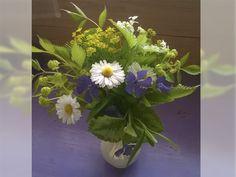 Букеты из дачных цветов  #Маргаритка, #барвинок, #яснотка, #астильба, #молочай...  #Bouquets from country flowers