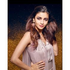 Yess yhaa no Bollywood Actors, Bollywood Fashion, Bollywood Style, Beautiful Bollywood Actress, Beautiful Actresses, Aalia Bhatt, Alia Bhatt Cute, Alia And Varun, Hindi Actress
