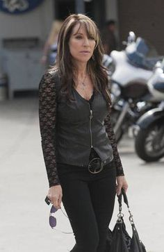 katey segal tvfashion 1 325 'Sons of Anarchy': Gemma Teller Morrow walks the sexy/slutty line