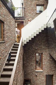 © Tim Van de Velde Architects: Atelier Vens Vanbelle Location: Gewad 3, 9000 Ghent, Belgium Area: 468.0 sqm Year: 2012 Photographs: Tim Van de Velde