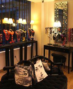 #Boutique Dominique Denaive à Paris. Jewelry Store Design, Jewelry Stores, Dominique, Cool Necklaces, Paris, Boutique, Showroom, Windows, Display