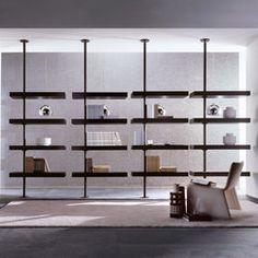 Colonna in metallo fissata a parete o a soffitto. I contenitori in legno o cristallo sono fissati alla colonna tramite anelli di rotazione che permettono..