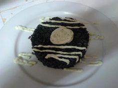 Arroz negro con calamares y alioli en Navarre.  Excelente arroz negro con un toque de alioli casero. Dejaras el plato limpio. por Mayra Sanchez  http://www.onfan.com/es/especialidades/pamplona/restaurante-gallego/pechugas-gallego?utm_source=pinterest&utm_medium=web&utm_campaign=referal