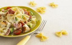 PASTA FREDDA Avocado e lime fanno un mix perfetto per una delle insalate più veloci e al tempo stesso raffinate e di grande impatto. Basta sbucciare l'avocado, tagliarlo a cubetti e bagnarlo con il succo di limone. E poi pomodori tagliati a dadini, lime a fettine, tonno sott'olio sgocciolato, sale, pepe olio e origano. Pasta ideale: farfalle.