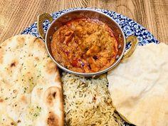 Rotes Hänchen Curry mit Reis 🍚 und einem fluffigen indischen Fladenbrot Naan. #omas1eurorezepte #naanbread #naan #curry #hänchen #fladenbrot #fladenbrotliebe #food #reis #reisrezepte #rezept #rezepte #rezeptideen Naan, Chana Masala, Cheeseburger Chowder, Soup, Ethnic Recipes, Euro, Meal, Food Food, Cooking