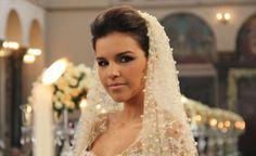 A novela Salve Jorge mal começou e já vai rolar casamento! Hoje vai ao ar o casamento de Drika (Mariana Rios) e Pepeu (Ivan Mendes).O vestido de noiva de