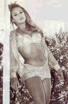 ΑΛΙΚΗ Classic Actresses, Beautiful Actresses, She Girl, Bright Stars, Brigitte Bardot, Girl Next Door, Curvy, Cinema, Black And White