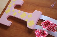 DIY Butterfly Bow holder. Looks easy enough, perfect for a baby shower or birthday gift for a little girl.