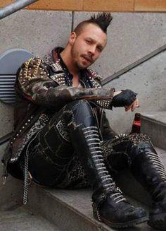 Guys in denim and leather. Mode Skinhead, Skinhead Style, Punk Mohawk, Estilo Punk Rock, Punk Subculture, Punk Guys, Punk Mode, Crust Punk, Gothic