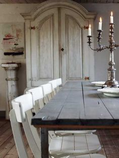 Love the use of these boards over a metal table frame and the simple wooden chairs finish this off perfectly