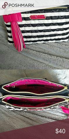 Betsey Johnson Crossbody purse Betsey Johnson Crossbody purse, Black & white with a link tassel, New with tags Betsey Johnson Bags Crossbody Bags